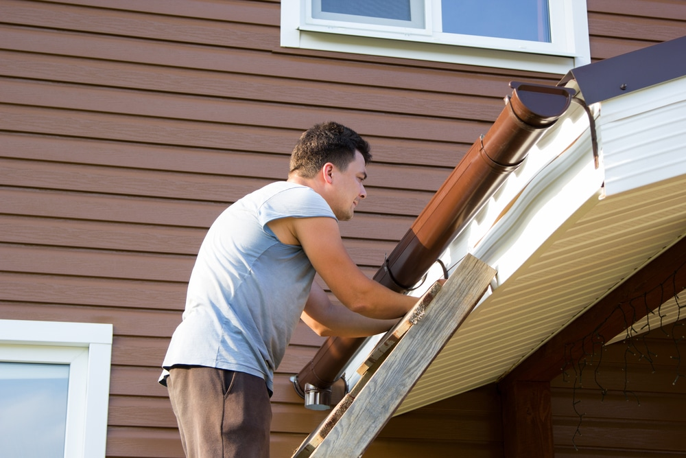 5 Reasons NOT To DIY Gutter Repairs – The Dangers Of Cutting Corners